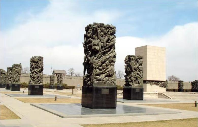 《中国人民抗日战争纪念群雕》——北京丰台区.jpg